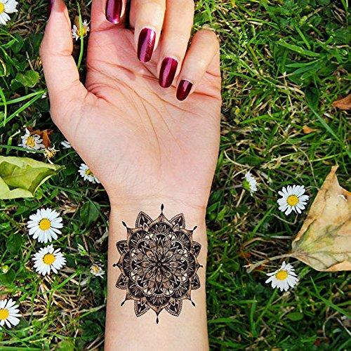 Tatuaje temporal de mandalas